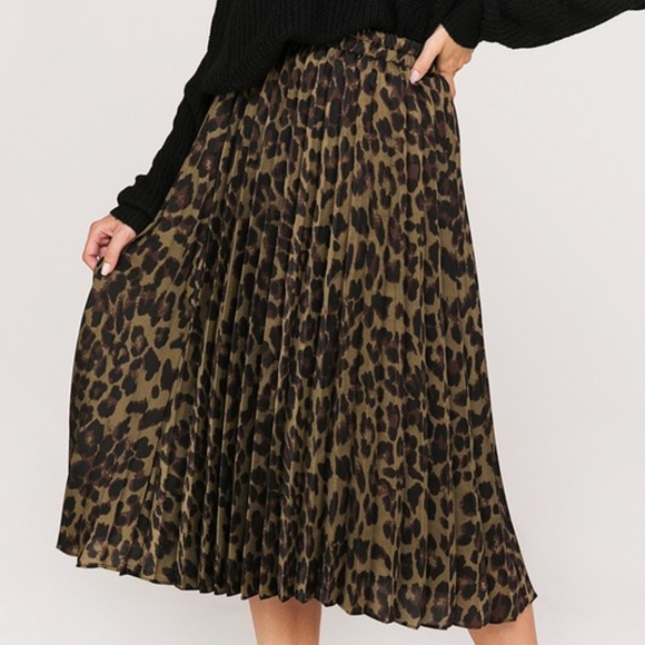 official shop enjoy free shipping save up to 80% 🆕 Leopard Animal Print Pleated Midi Skirt Boutique
